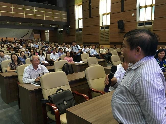 Thứ trưởng Bùi Văn Ga nhắn nhủ và động viên với cán bộ, giảng viên của trường ĐH Kinh tế TPHCM trước khi họ lên Bình Phước làm công tác tổ chức thi THPT quốc gia