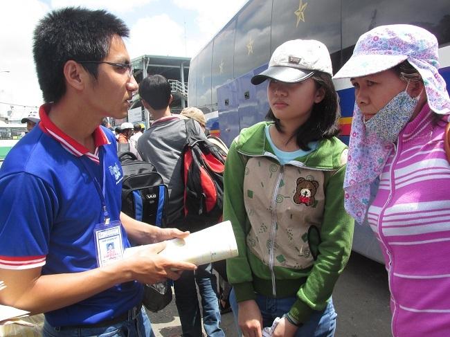 Sinh viên tình nguyện sẽ tiếp tục đồng hành cũng thí sinh trong thời gian xét tuyển ĐH,CĐ (ảnh minh họa)