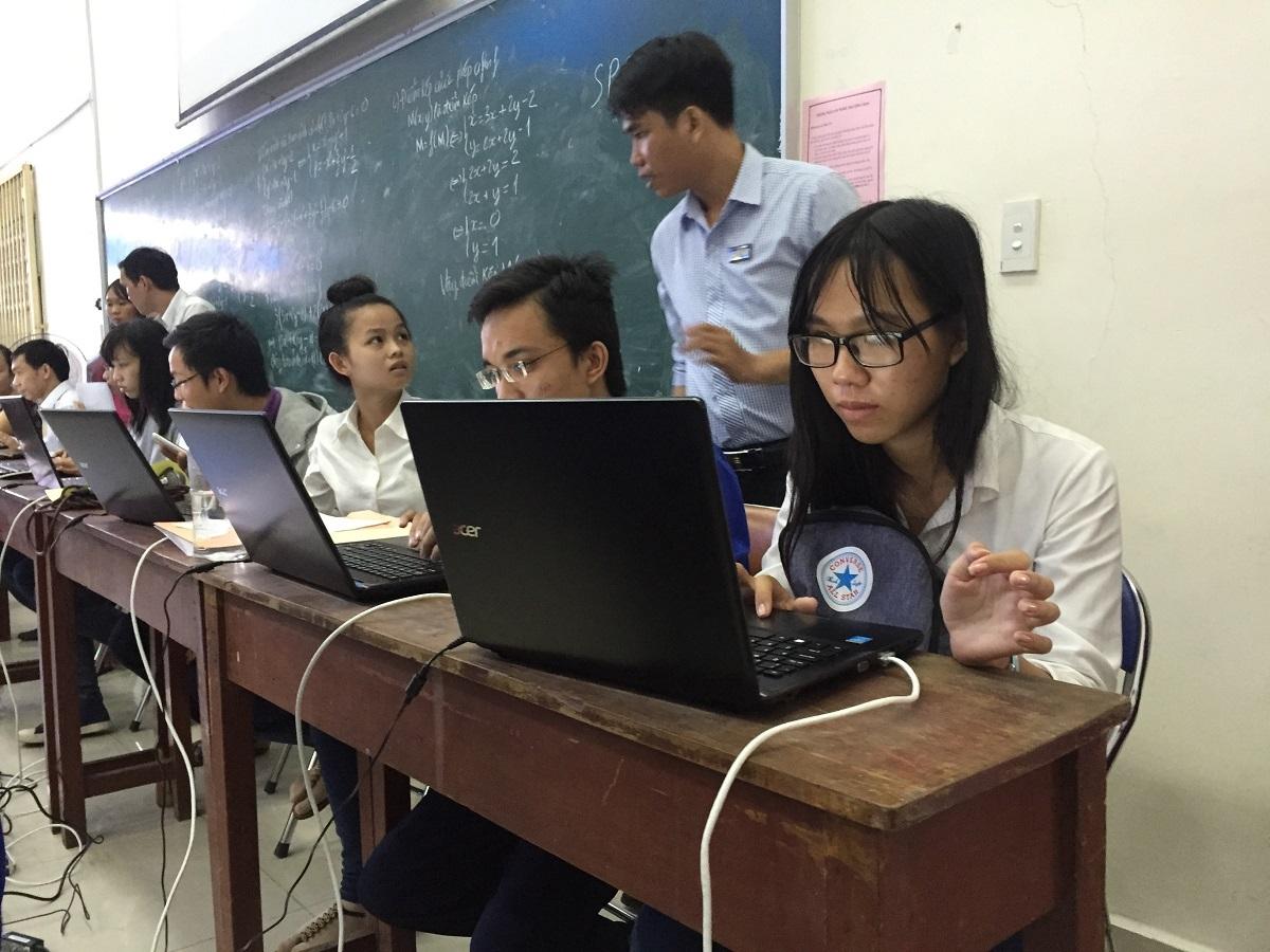 Mỗi thí sinh mất thời gian 5-10 phút thao tác trên hệ thống tự đăng ký online