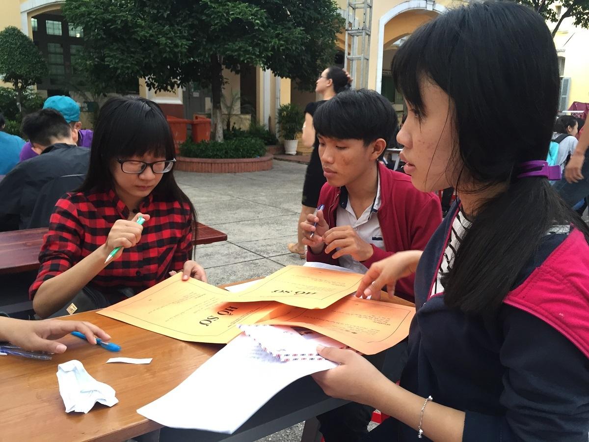 Thí sinh nộp hồ sơ xét tuyển tại trường ĐH Sài Gòn