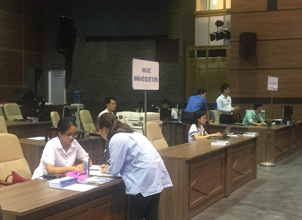 Tại trường ĐH Kinh tế TP.HCM, những ngày này khá thưa thớt thí sinh đến đăng ký trực tiếp