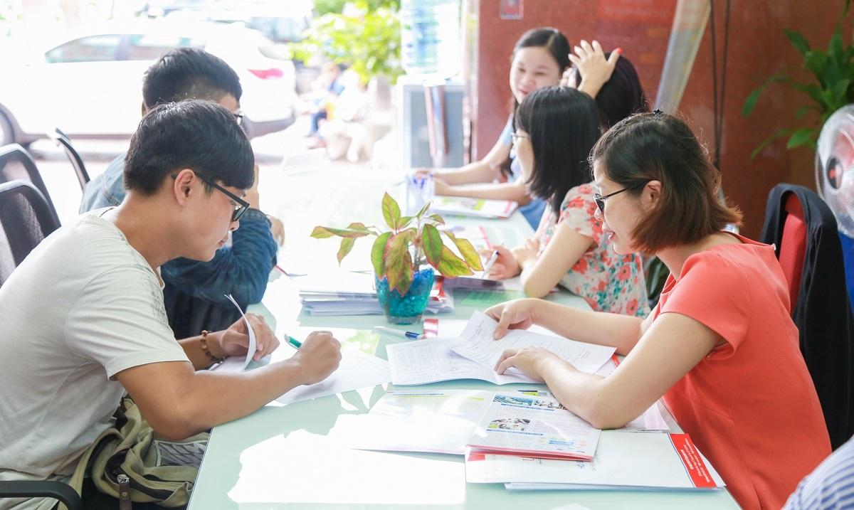 Thí sinh đăng ký xét tuyển tại trường ĐH Kinh tế Tài chính TP.HCM
