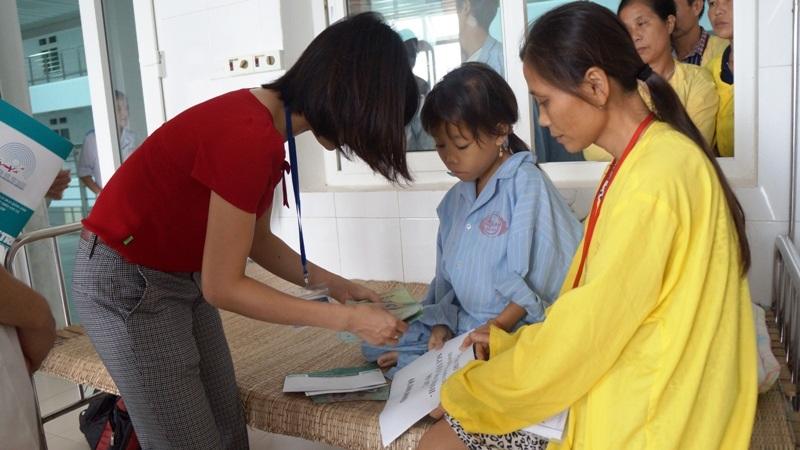 Gần 120 triệu đồng đến với 3 hoàn cảnh nhân ái tại Nghệ An - 2