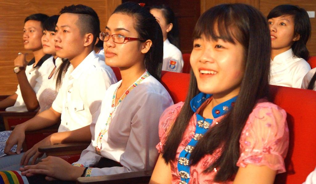 Nụ cười của một học sinh giỏi người dân tộc thiểu số trong đêm vinh danh.