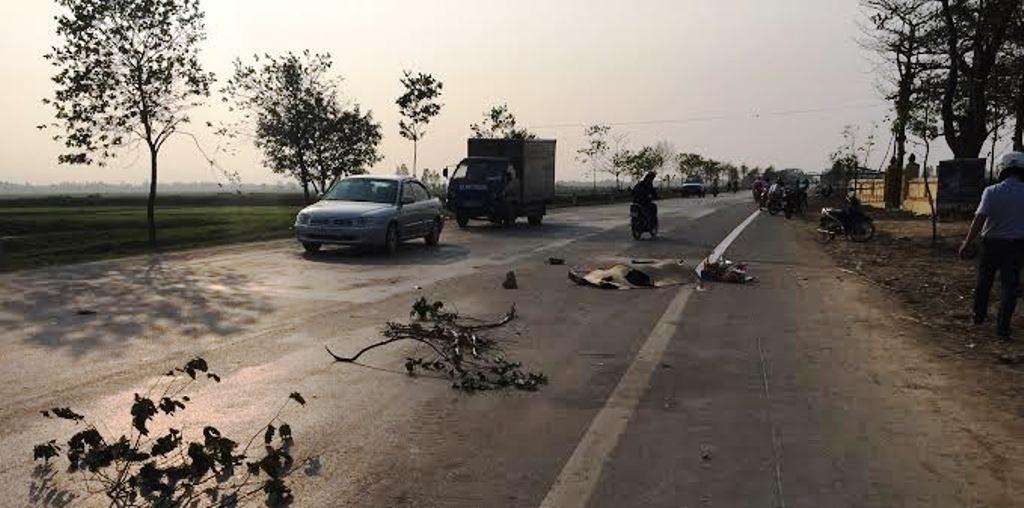 Hiện trường vụ tai nạn xảy ra vào chiều 8/3 trên quốc lộ 46 đoạn qua địa bàn huyện Nam Đàn.