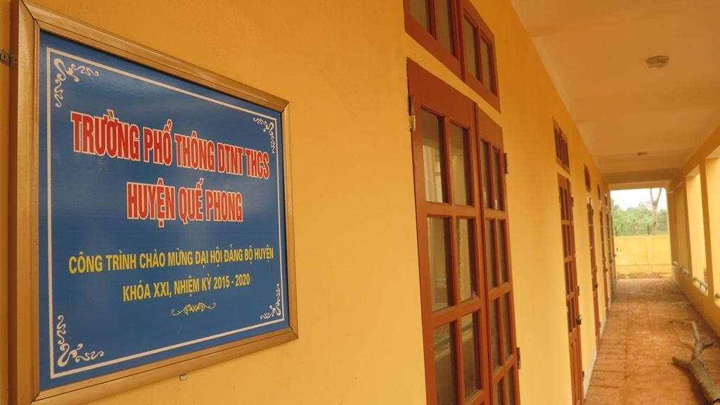 Vào tháng 5/2015, UBND huyện Quế Phong đã tổ chức lễ cắt băng khánh thành, gắn biển cho ngôi trường một cách hoành tráng, khi công trình đã hoàn thành giai đoạn 1.