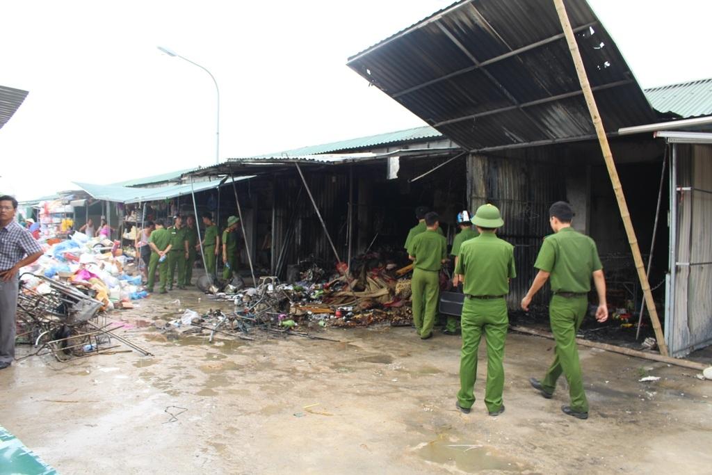 Hiện nguyên nhân vụ hỏa hoạn đang được cơ quan chức năng điều tra làm rõ.