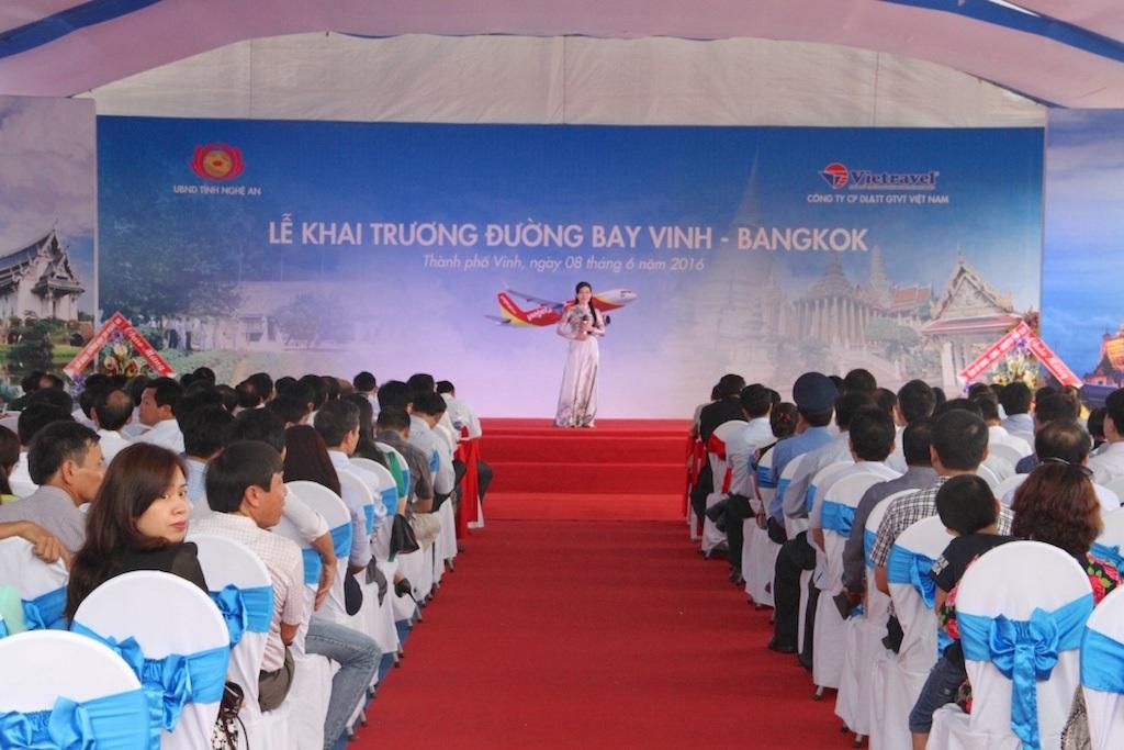 Lễ khai trương đường bay Vinh - Bangkok vào sáng 8/6.