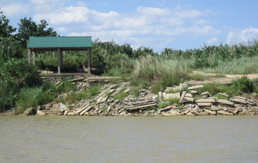 Canh cánh nỗi lo sạt lở hai bên bờ sông Lam - 7