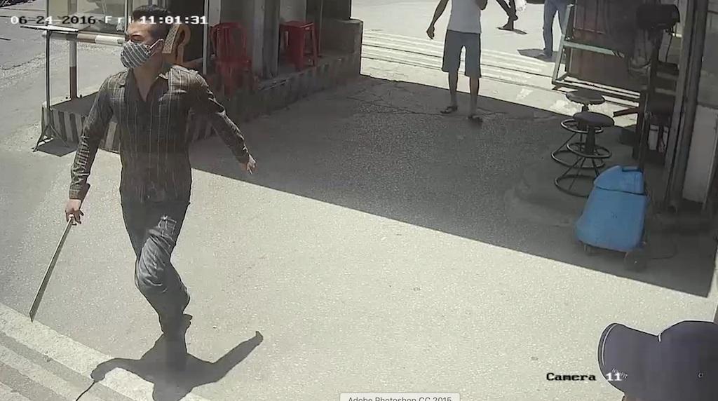 Một đối tượng cầm dao rượt đuổi chém nhân viên Bến xe Vinh.