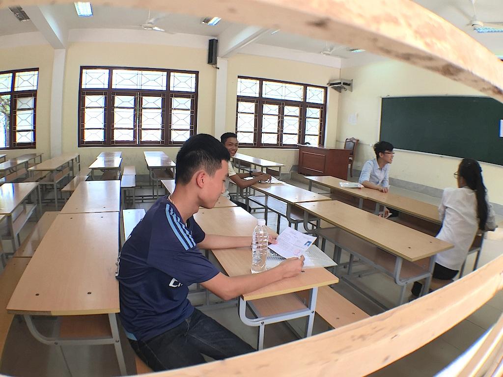 Cụm thi Vinh có khoảng vài chục thí sinh dự thi môn Lịch Sử. (Ảnh: Nguyễn Duy)