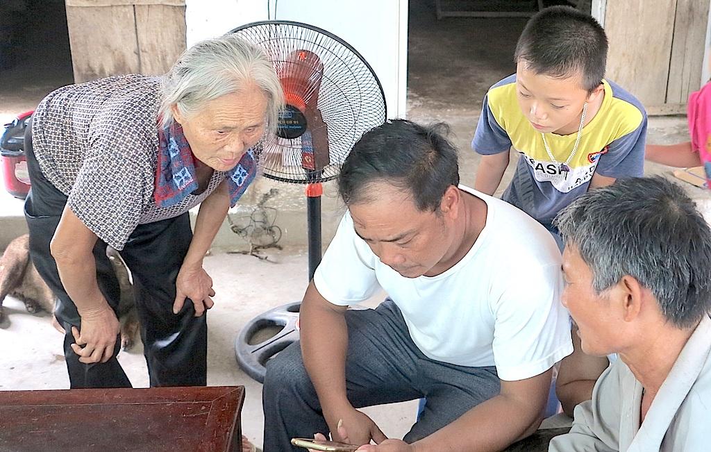 Gia đình, người thân chị Sao bức xúc và tỏ thái độ không bằng lòng với cách trả lời của lãnh đạo BV Nhi TƯ trên các báo.