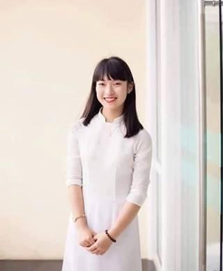 Khánh Vy nữ sinh bắn liên thanh 7 thứ tiếng đã đạt được 25,53 điểm trong kỳ thi THPT Quốc gia.