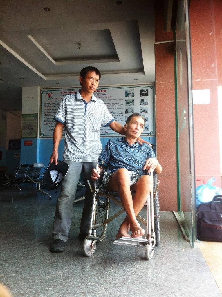 Nghệ An: Bác sĩ, y sĩ, nhân viên… bãi công vì bệnh viện nợ lương 8 tháng - 25