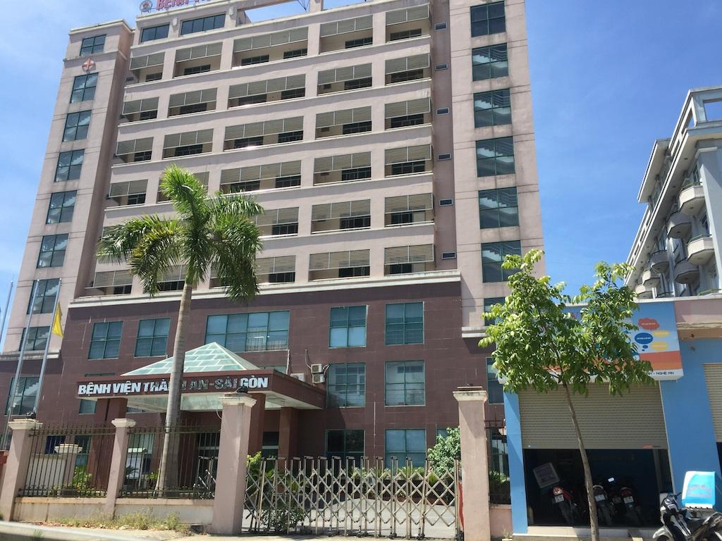 BVĐK Thành An - Sài Gòn rất hoành tráng được dự lên ở một khu đất vàng gần như Trung tâm thành phố Vinh. Nhưng nay nó đang trở nên không có bệnh nhân, người lao động thì lao đao, lãnh đạo bệnh viện nợ lương.