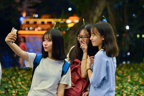 Và không thể thiếu những bức ảnh selfie thật xinh để chia sẻ cùng bạn bè
