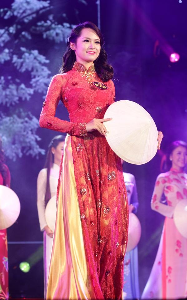 Miss áo dài của cuộc thi Phạm Thu Hà là sinh viên Học viện Báo chí và Tuyên truyền. Cô sở hữu hình thể lý tưởng với chiều cao 1m71.