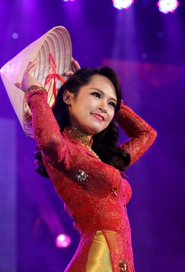 Thiếu nữ duyên dáng với tà áo dài trong đêm hội tài sắc - 3