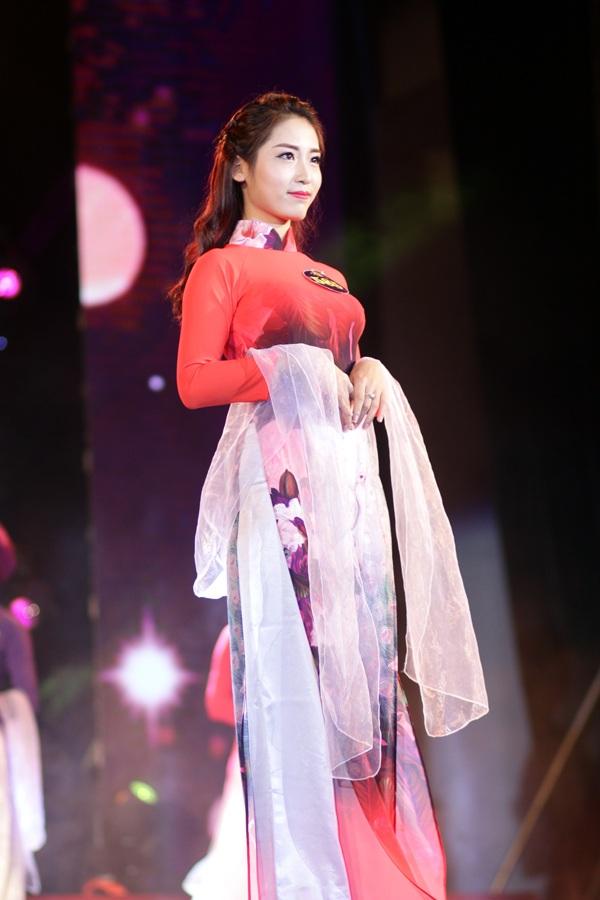 Thiếu nữ duyên dáng với tà áo dài trong đêm hội tài sắc - 7