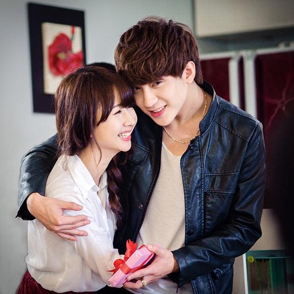 Quỳnh Anh Shyn và Bê Trần là cặp đôi hot teen được yêu thích nhất, sở hữu lượng fan khổng lồ (Ảnh FB)