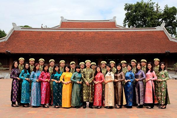 Trang phục truyền thống của đoàn Việt Nam tham dự chương trình Tàu thanh niên Đông Nam Á