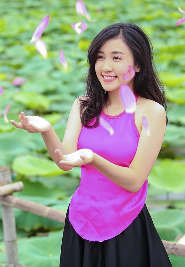 Nữ sinh Lê Phương Thảo, đang theo học ngành quản trị thương hiệu thời trang tại Istituto Marangoni Paris (Pháp). Quan điểm sống của Thảo là luôn giữ được cân bằng giữa chơi và học, gia đình, bạn bè, luôn sống hết mình, cố gắng cho những mục tiêu của bản thân để không hoài phí tuổi xuân.
