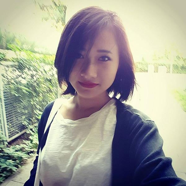 Lê Hồng Nhung, sinh năm 1994, du học sinh trường University of Applied science, Đức. Hồng Nhung có năng khiếu vẽ tranh chân dung, yêu violin và nghệ thuật cắt giấy kirigami.