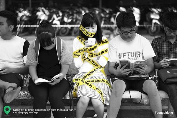 Bức ảnh miêu tả giai đoạn năm nhất. Lúc này sinh viên chìm đắm trong môi trường tự do của Đại học, họ bị động và lơ là trong học tập.