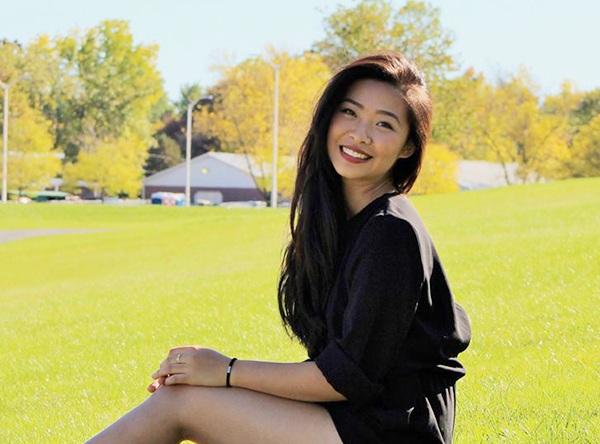 Bùi Bảo Linh sinh năm 1995, đang theo học ngành vật lý trị liệu tại thành phố Boston, Mỹ.