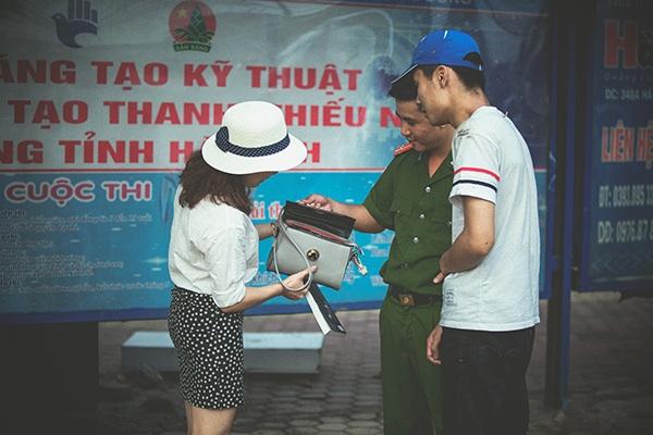 Chiếc túi xách được trả lại cho chị Tuyết là nhân duyên gặp gỡ của cặp đôi này