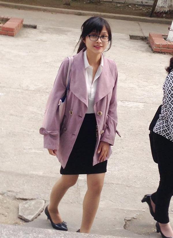 Cô giáo dạy Toán xinh đẹp của học sinh trường THPT Chuyên Hưng Yên (Ảnh: Thái Sơn)