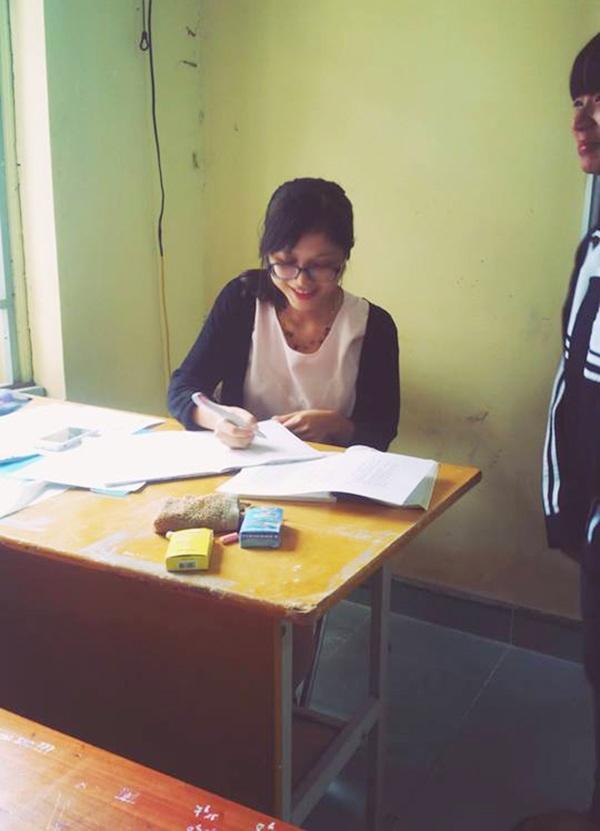 Cô giáo trong lớp học (Ảnh: S.A)
