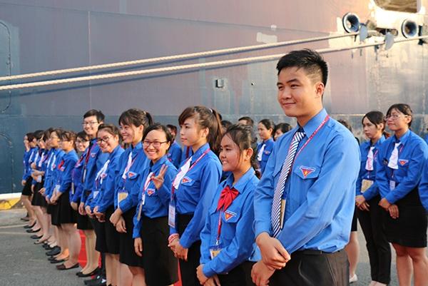 Thanh niên Việt Nam đón đoàn đại biểu thanh niên Đông Nam Á và Nhật Bản tại cảng Cát Lái, TP.HCM
