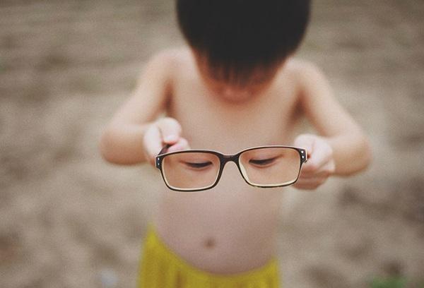 Bộ ảnh siêu thực cảnh báo về vấn nạn cận thị ở trẻ em - 7