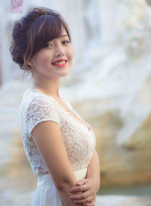 Dương Hồng Linh (sinh năm 1991), đang theo học thạc sĩ trường University of Cassino. Linh tốt nghiệp loại giỏi, điểm bảo vệ tốt nghiệp đạt 9,3/10 và nhận được học bổng du học Italia.