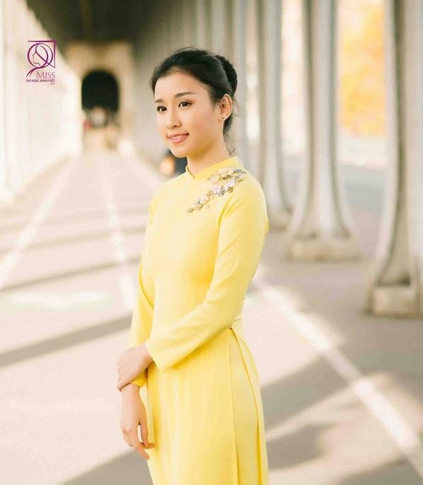 Phương Thảo từng tốt nghiệp ngành Thiết kế thời trang tại Học viện Thời trang London Hà Nội và hiện đang theo học ngành quản trị thương hiệu và kinh doanh thời trang tại Học viện Istituto Marangoni (Paris, Pháp).