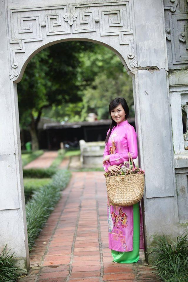 Nguyễn Hiền Trang sinh năm 1993, là DHS George Mason University, USA. Cô là Miss Hoa Anh Đào – DC 2014 do Hội Thanh niên Sinh viên Hoa Kỳ tổ chức. Cô có mặt trong ban chấp hành Hội Thanh niên Sinh viên Việt Nam tại Washington D.C