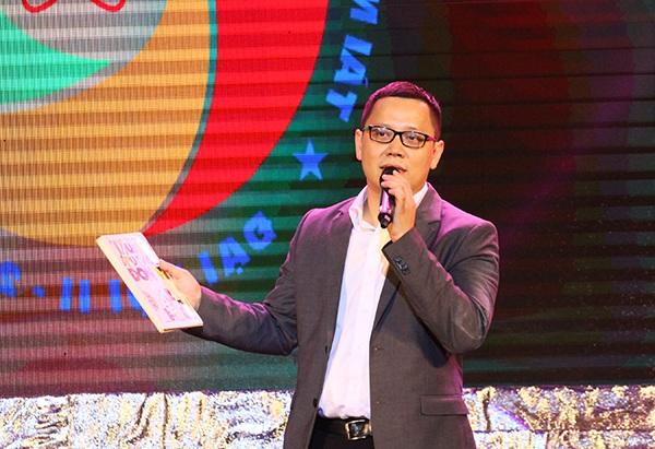 PGS. TS. Lê Anh Vinh – người được vinh danh là Phó Giáo sư trẻ nhất Việt Nam đang thực hiện dự án truyền lửa đam mê Toán học cho thế hệ trẻ.