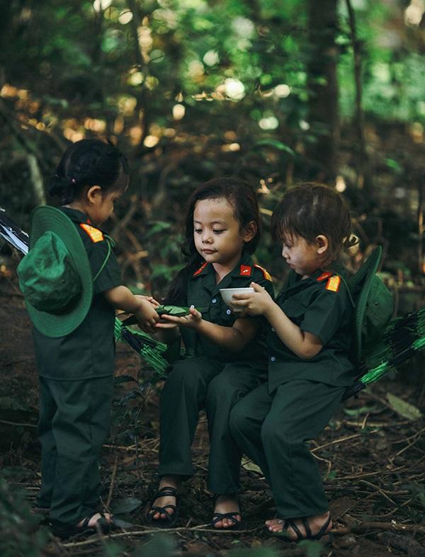 Bộ ảnh xúc động của các bé mẫu giáo trong màu áo lính - 9
