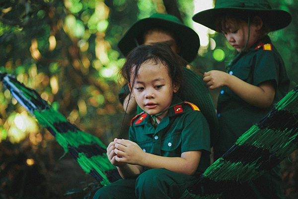 Bộ ảnh xúc động của các bé mẫu giáo trong màu áo lính - 10
