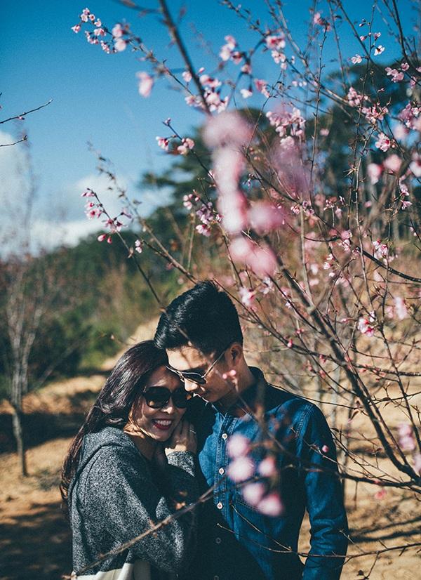 Ảnh cưới đẹp như mơ dưới tán hoa anh đào Đà Lạt - 2
