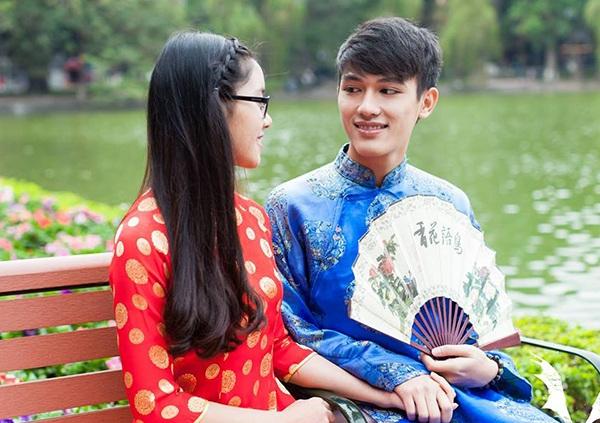 Hình ảnh người trẻ trong trang phục truyền thống