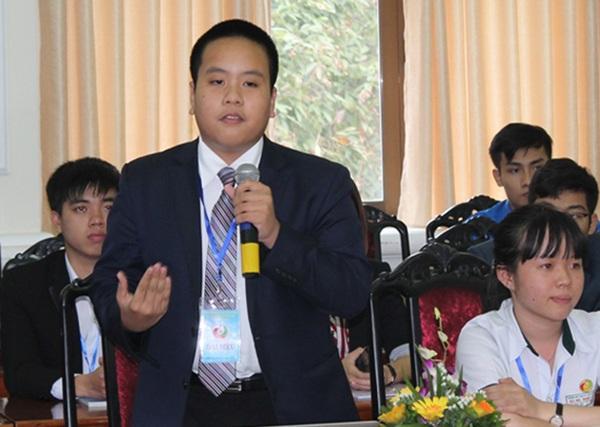 Đỗ Nhật Nam đóng góp ý kiến tại Bộ Giáo dục và đào tạo dịp tháng 12/2015
