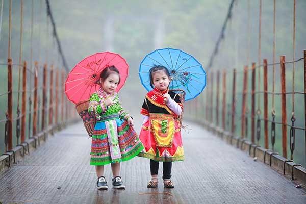 Bé gái Hà Giang xúng xính trang phục dân tộc đón Tết Bính Thân - 2