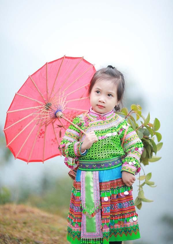 Bé gái Hà Giang xúng xính trang phục dân tộc đón Tết Bính Thân - 6
