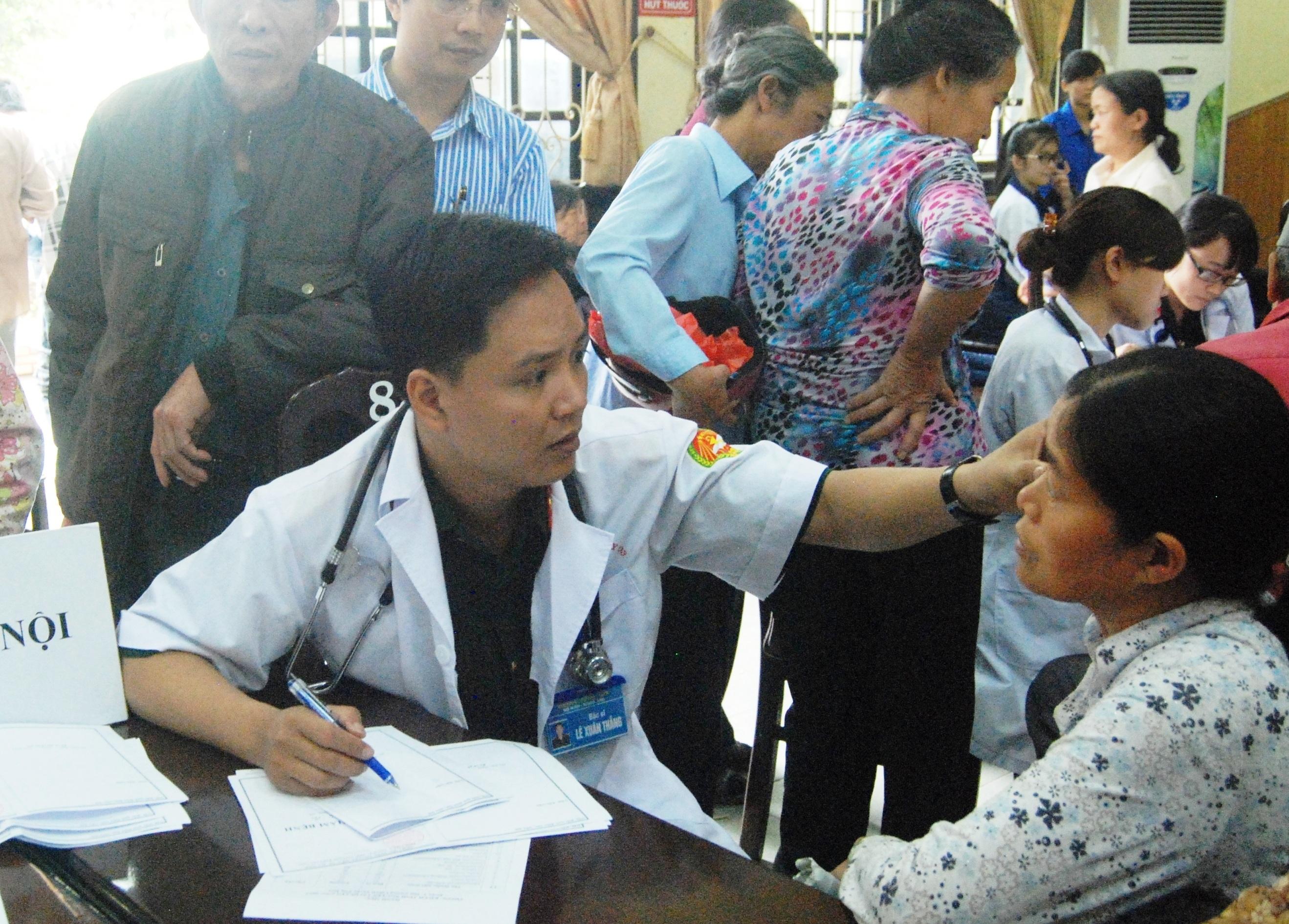 Từ cậu bé ốm yếu trở thành bác sĩ đạt giải Đặng Thuỳ Trâm - 2