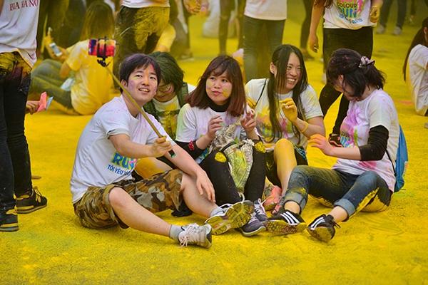Happy Colour Run năm nay sẽ được tổ chức theo hình thức Đường chạy Sắc màu Tuổi trẻ sôi động, trẻ trung. Đây là một hình thức đã diễn ra tại nhiều nước trên thế giới nhưng trong Happy Colour Run, người tham gia sẽ chạy theo hình thức cặp đôi nắm tay nhau, tạo thành sự kết nối để thể hiện cho tình yêu và lòng nhiệt huyết của tuổi trẻ.