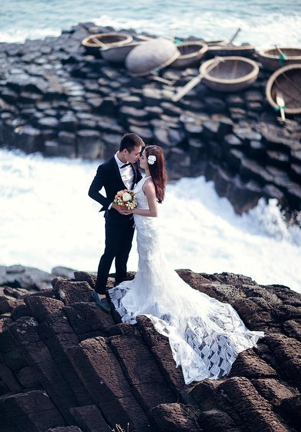 Bãi đá độc đáo trên biển Phú Yên thành điểm chụp ảnh cưới cuốn hút - 9