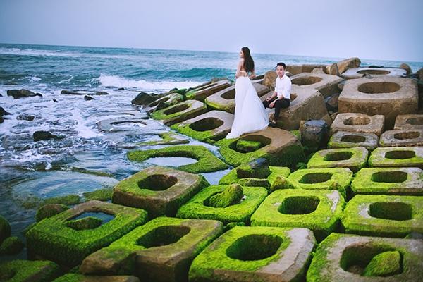 Bãi đá phủ rong rêu cực lạ và đẹp ở Phú Yên