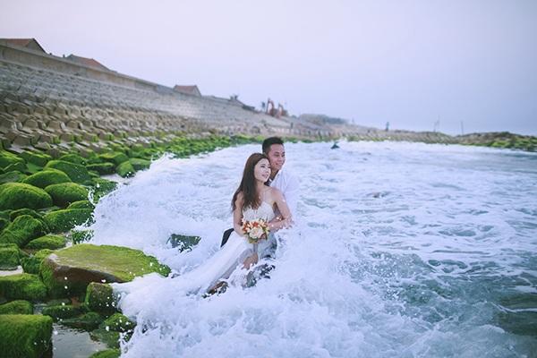 Bãi đá độc đáo trên biển Phú Yên thành điểm chụp ảnh cưới cuốn hút - 5